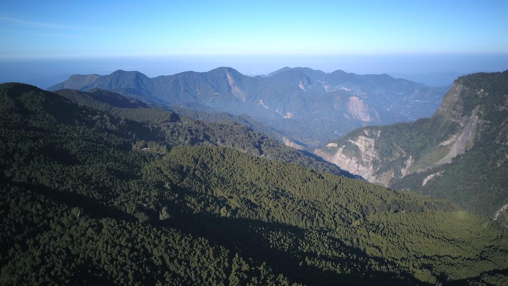 alishan taiwan mountains