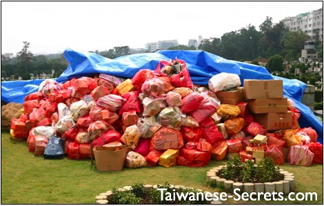 chinese tomb sweeping holiday in taiwan