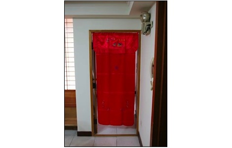 chinese red door curtain