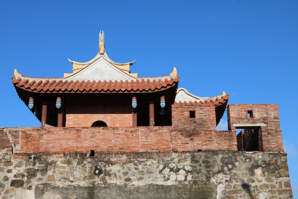 hengchun ancient gate and wall