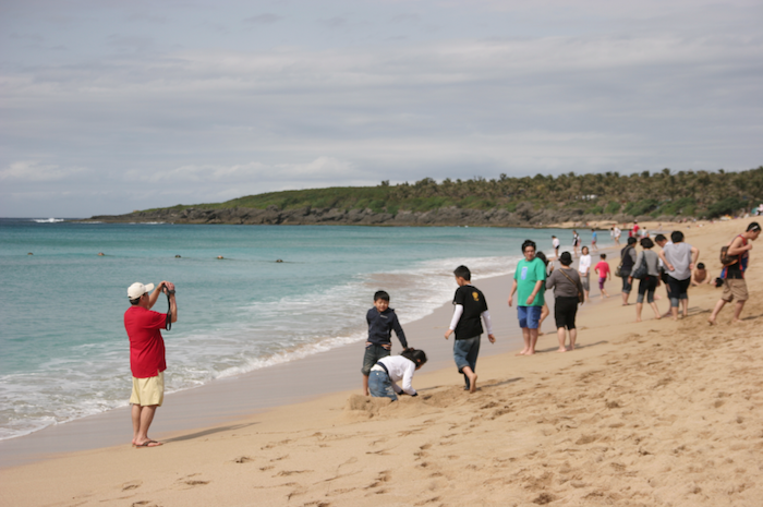 crowded beach in kenting taiwan
