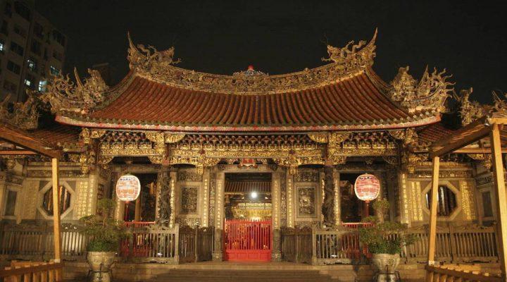 Visit Longshan Temple in Taipei City, Taiwan