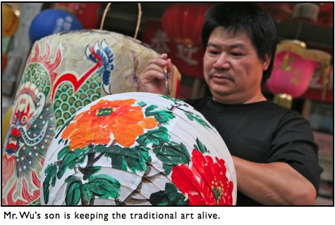 painting traditional chinese lantern