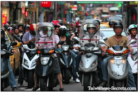 taiwan picture, scooters in keelung city