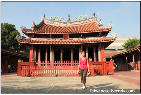 picture of confucius chinese temple in tainan taiwan