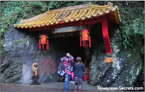 wulai attraction in taiwan